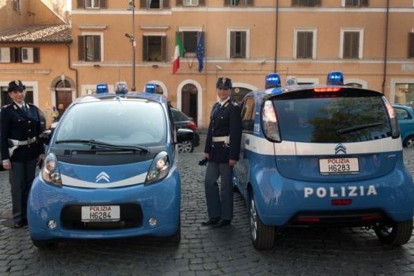 Polizia auto elettrica